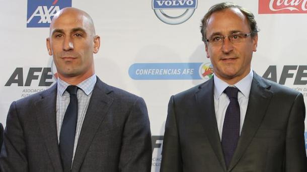 Luis Rubiales a la izquierda. Fuente: afe-futbol.com