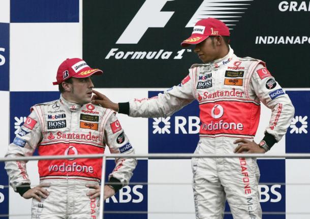 Alonso y Hamilton en el podio | Foto: EFE