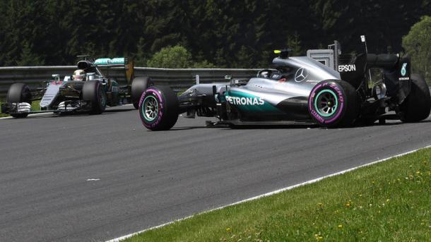 Rosberg rompe la suspensión por culpa de los nuevos kerbs. Fuente: SkySports