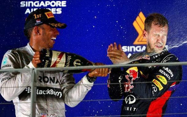 Lewis fa festa con Seb sul podio, alla domenica. Fonte foto: telegraph.co.uk