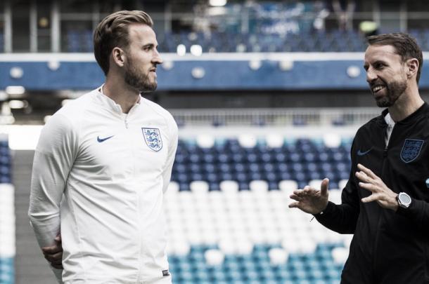 Kane y Southgate intercambiando palabras | Foto: England