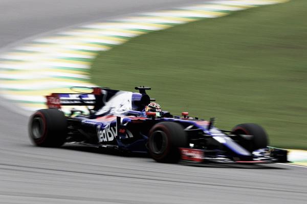 Hartley, exprimiendo su Toro Rosso en Interlagos | Fuente: Getty Images / Mark Thompson