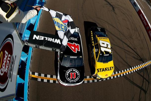 Kevin Harvick beat Carl Edwards by the narrowest of margins at Phoenix a year ago | Picture Credit: nascar.com