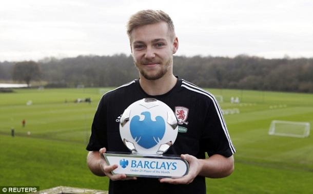Harry Chapman with the November 2015 Barclays Premier League Under-21 Player of the Month award | Photo: Reuters