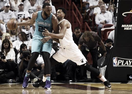 Charlotte Hornets Center Al Jefferson posts up against Miami Heat Center Hassan Whiteside.