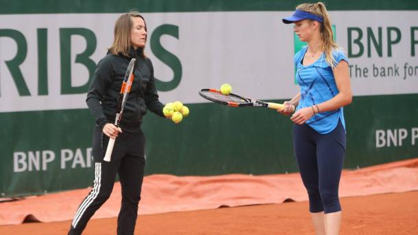 Svitolina and Henin during a practice session (Source : RTBF)
