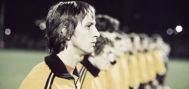 Johan Cruyff en el once inicial con la selección holandesa    Foto: Taringa