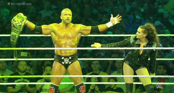 Triple H entrando como campeón a Wrestlemania 32 (SHERDOG.com)