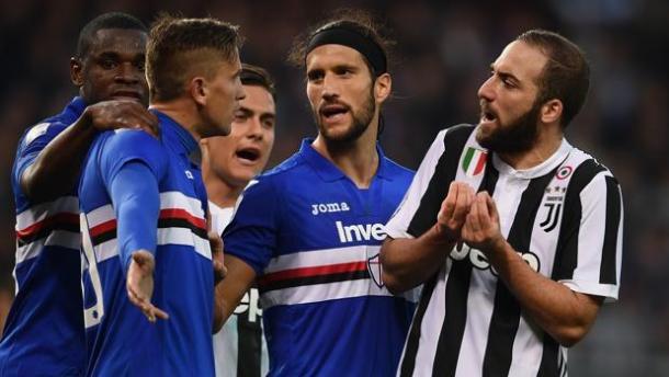 Higuaín discute con jugadores de la Sampdoria en la última derrota juventina en Liga // Fuente: Juventus