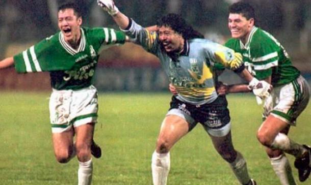René Higuita fue el héroe en la semifinal ante River de 1995. | Foto: Colprensa