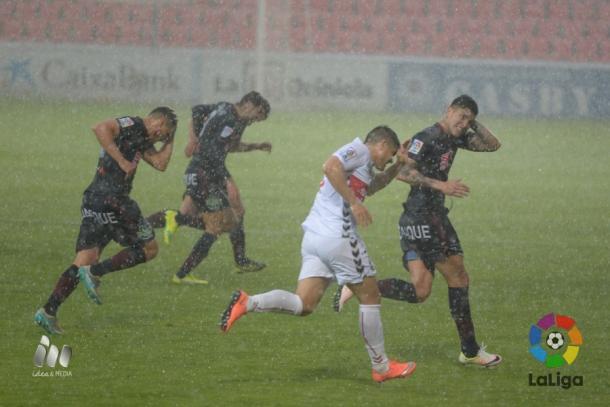 La lluvia y el granizo obligaron a suspender el partido durante unos minutos | Foto: LaLiga.