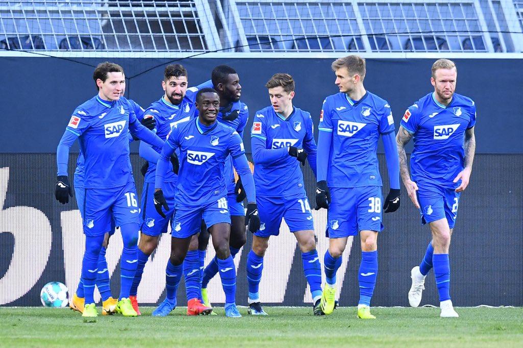 Los jugadores del Hoffenheim celebrando la victoria parcial / Foto: @tsghoffenheim