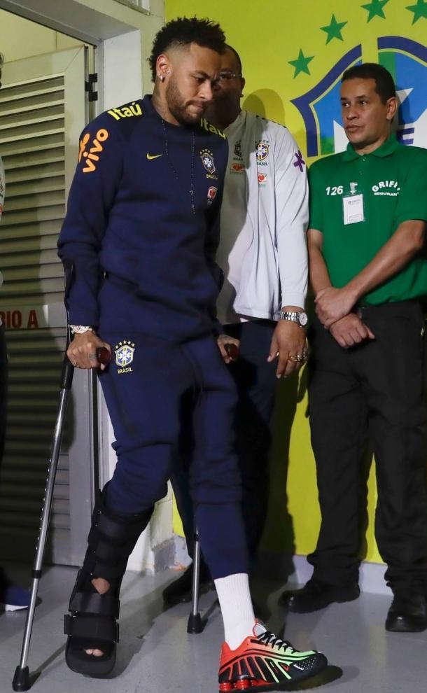 Neymar da Silva Santos Júnior retirándose del Mané Garrincha. | Fuente: Twtter.