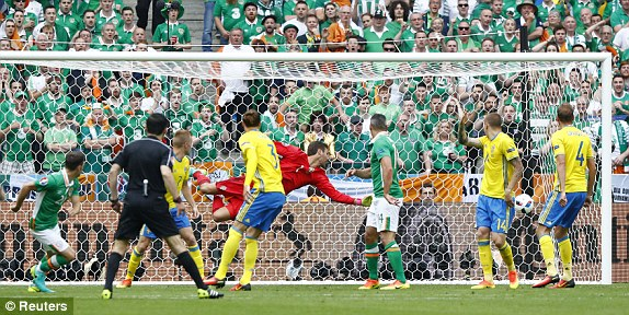 Hoolahan's goal sent the fans wild (photo: Reuters)