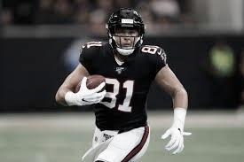 Austin Hooper, el ala cerrada mas codiciado en esta agencia libre, firmo con los Browns (foto Falcons.com)