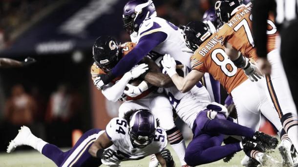 Aunque Trubisky repartió 165 yardas con Gabriel de WR favorito, fue el juego terrestre más importante con 63 yardas de Howard y 43 del QB | Foto: Vikings.com