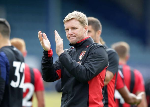 Eddie Howe aplaude a los suyos tras la victoria frente al Portsmouth | afcb.co.uk
