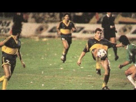 Boca Juniors fue el primer equipo argentino en ganarle una final a Nacional, fue en la Recopa 1990. | Foto: Youtube