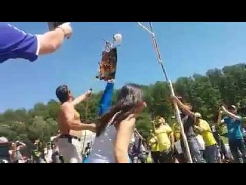 A MotoGP 'fan' burning memorabilia in Marquez. (Photo: YouTube)
