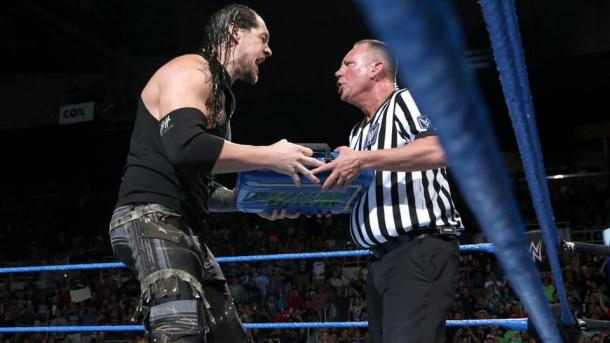 Baron Corbin haciendo canjeando. | Foto: WWE