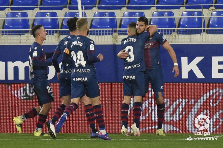 Rafa Mir celebra un gol con sus compañeros | Imagen: LaLiga