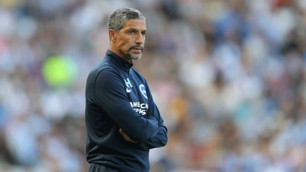 Chris Hughton. | Fonte: twitter.com/OfficialBHAFC