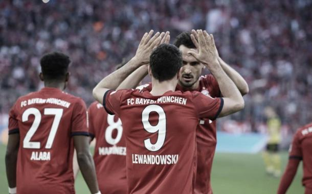 Lewandowski y Hummels, ambos ex Dortmund abrieron el marcador | Foto: @FCBayern_Es