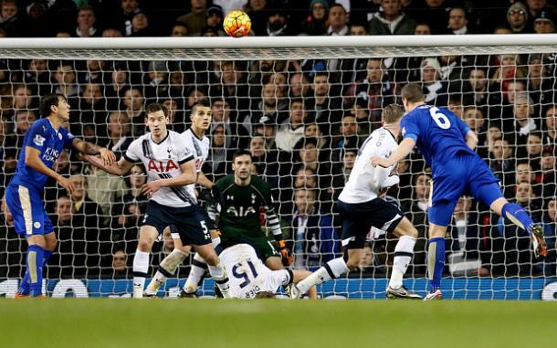 Este cabezazo le valió los tres puntos al Leicester | Foto: Mirror