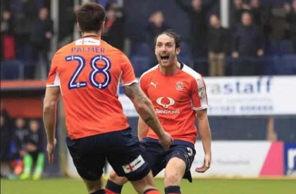 Danny Hylton ha sido 'el mejor fichaje de la pasada temporada', según el propio Joaquín | Foto: Luton Town