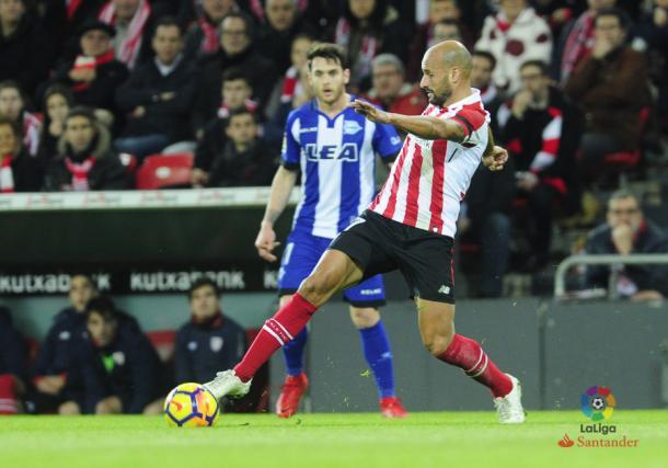 Ibai Gómez y Rico disputan un balón en el último partido en San Mamés. Fuente: LaLiga