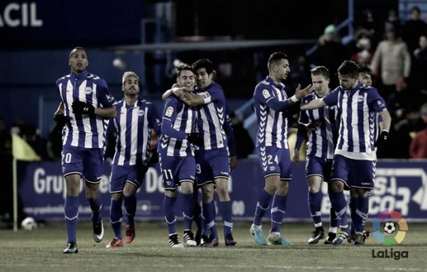 Jugadores del Alavés celebrando un gol durante la eliminatoria de Copa del Rey. Fotografía: La Liga