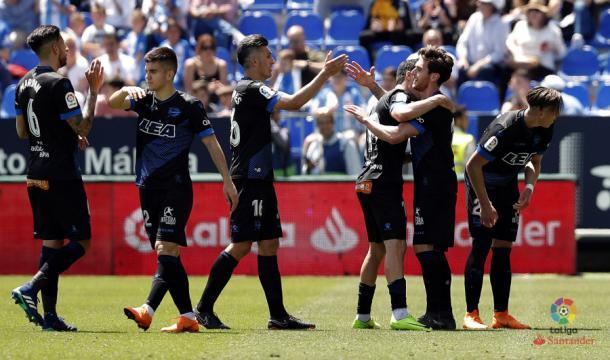 Los jugadores del Alavés celebran el gol de Ibai en Málaga. / Foto: LaLiga