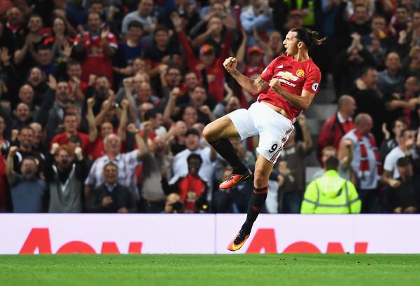 Ibrahimovic chegou e não sentiu o peso da Premier League (Foto: Getty Images)