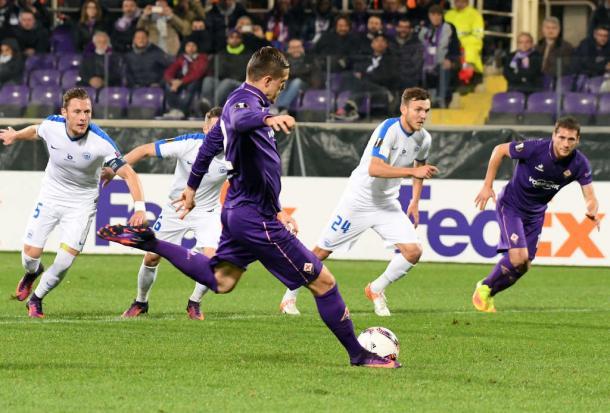 Il calcio di rigore trasformato da Josip Ilicic | foto: Twitter - acffiorentina