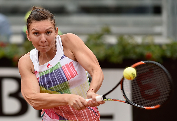 Simona Halep in action during her match against Daria Gavrilova l Photo: Dennis Grombkowski/ Getty Images