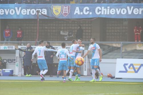 L'esultanza dei giocatori del Napoli. Foto: L'Arena