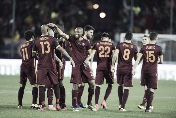 Jugadores de la Roma celebran uno de los tantos de su equipo | Foto: AS Roma