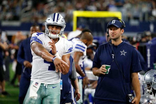 Tony Romo watches as Dak Prescott warms up before a game | Source: AP Images
