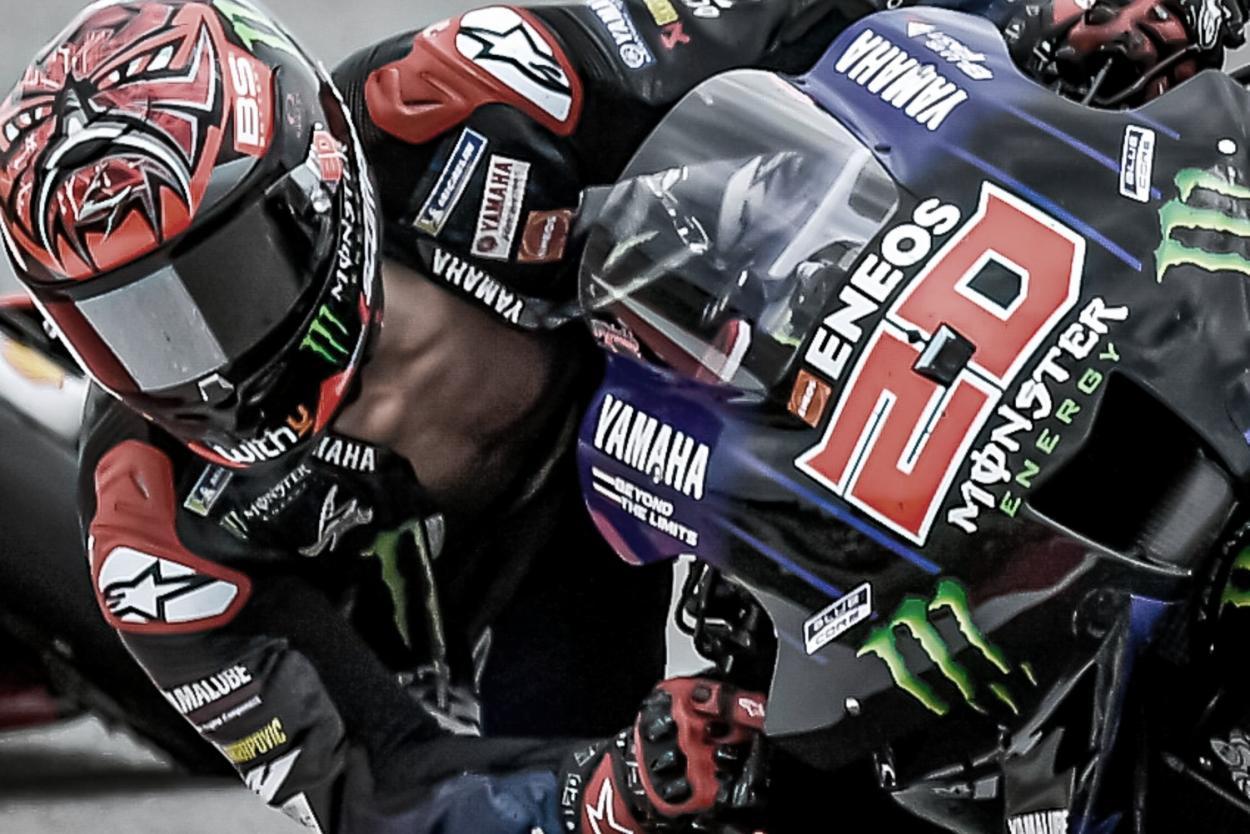Quartararo con el mono desabrochado / Fuente: MotoGP