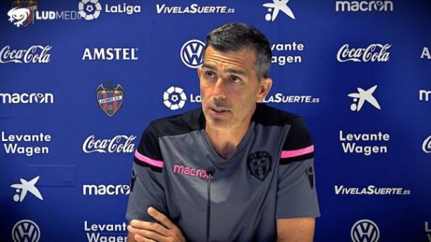 Muñiz en la rueda de prensa previa al primer partido de liga   Foto: Levante UD