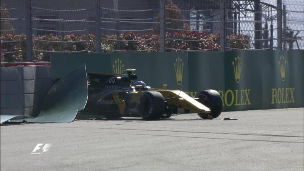 Jolyon Palmer's bad start to the season got worse after he crashed  out in Q1. (Image Credit: @F1 Twitter)