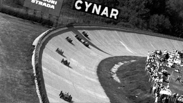 The last time the fearsome Monza banking was used was in the tragic 1961 event, where von Trips and 15 fans were killed, (Image Credit: F1.com)