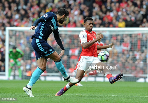Antonio Barragan being closed down by Alex Iwobi during Saturday's stalemate | Photo: GettyImages / David Price