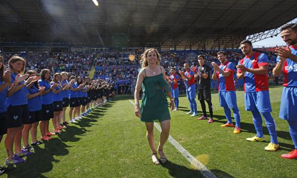 Homenaje en el Ciutat de València a Maider Castillo, una leyenda del club / Fuente: Levante Web Principal