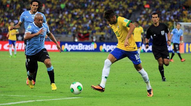 En la imagen, el jugador Neymar con el balón en sus pies / Fuente: Selección Brasileña