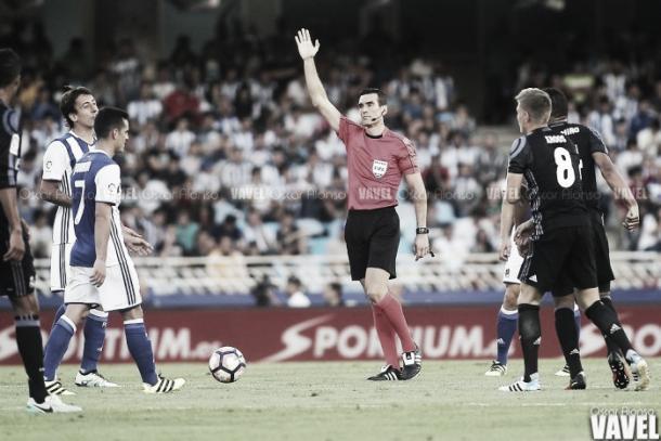 Juan Martínez Munuera, el árbitro del partido | Foto: Oscar Ronso (VAVEL.com)