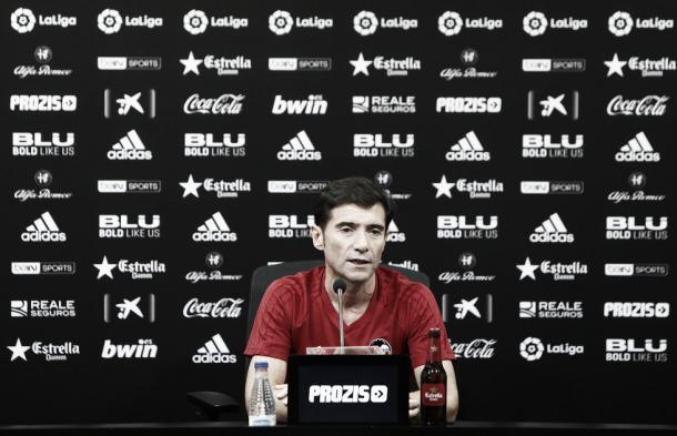 Marcelino García Toral em entrevista antes da partida | Foto: Divulgação/Valencia CF