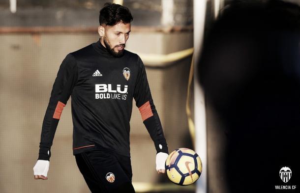 Ezequiel Garay é o único zagueiro disponível para o jogo | Foto: Divulgação/Valencia CF