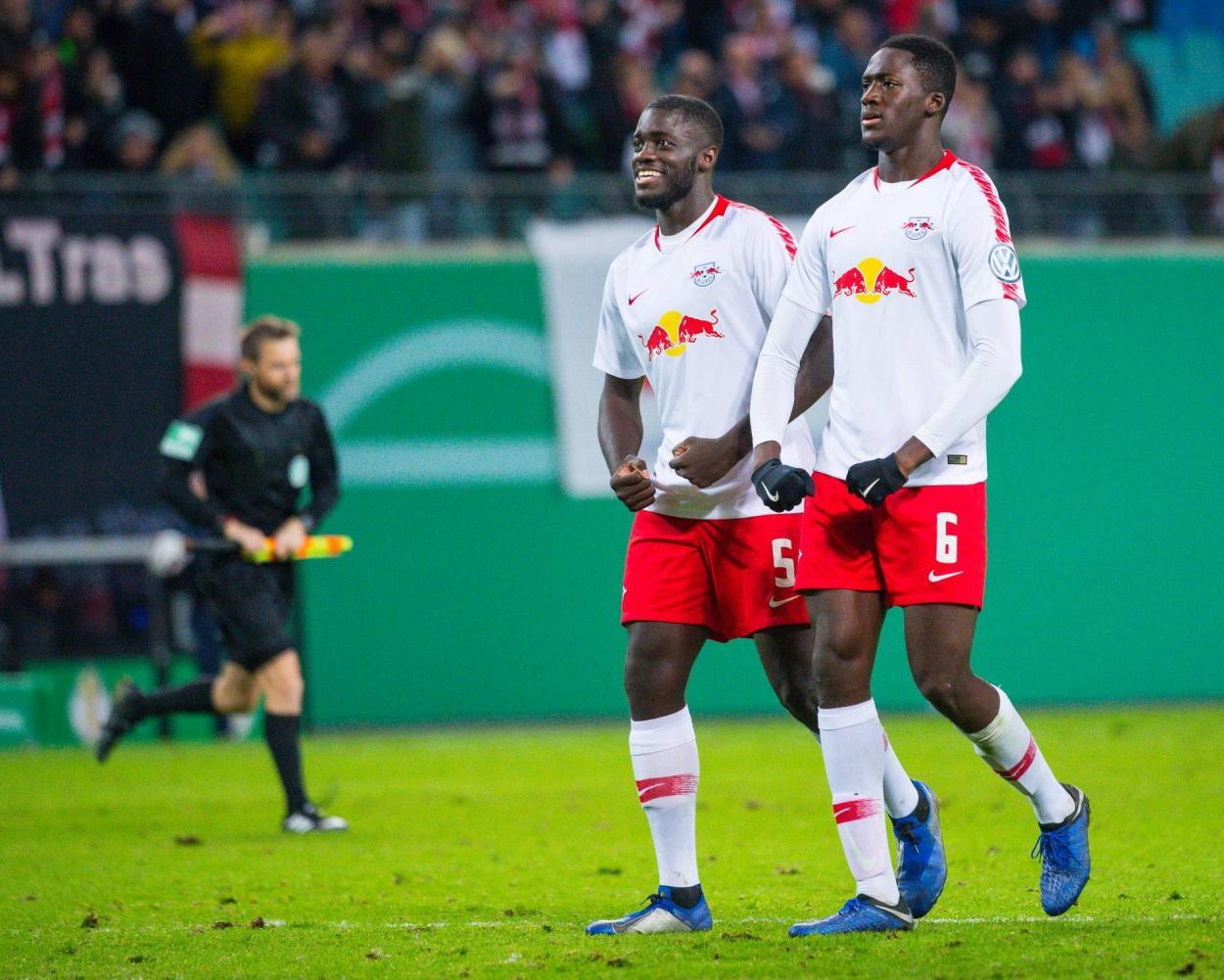 Upamecano y Konaté juntos / Foto: bundesliga.com