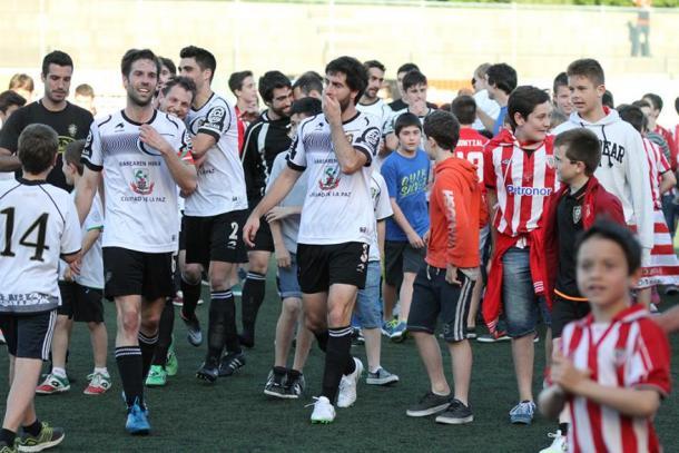 Euforia en Urbieta tras superar la primera eliminatoria de ascenso (fuente SD Gernika)